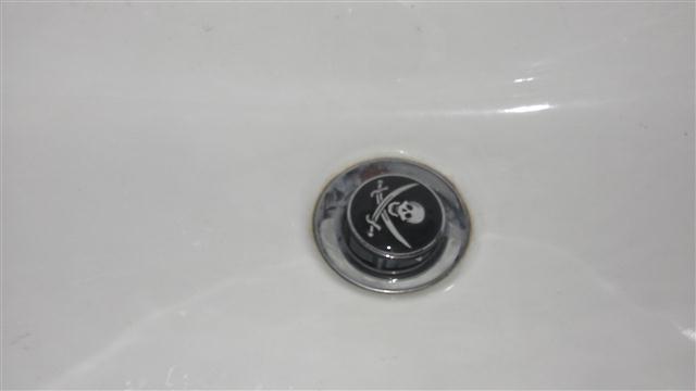 Der Schmarrn der Woche – Waschbecken Stöpsel mit Aufdruck